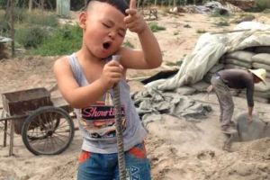 Someone please brings this kid to America`s Got Talent (7 pics)