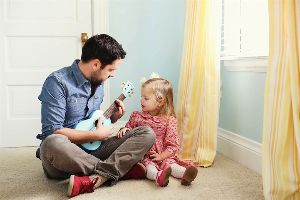 A Daddy`s Letter to his Little Girl About Her Future Husband: `How to keep him interested`