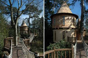This Might be The Most Elaborate and Coolest Castle-Looking Tree House I`ve Ever Seen!