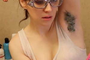 After Glitter Beards, Now Glitter Armpits Are Taking Over Instagram...