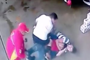 Armed motorcycle thief pulls up to a petrol station and try to steal a man`s bike, gets caught in a rear naked choke!