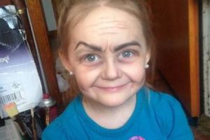 Aunt Turns Her Three Year Old Niece into a Sweet Old Lady (4 pics)