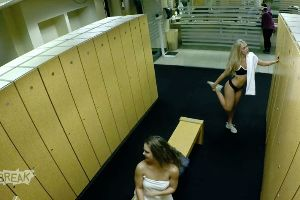 Best Prank of the day! Perv in the Girl`s Locker Room!