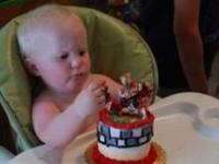 How to eat your first birthday cake