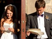 Reading Each Other`s Wedding Speeches. Man vs Woman