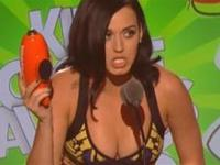 Katy Perry Busts Out The Cleavage At The Kids Choice Awards