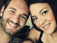 `No Arms, No legs, No Worries` Nick Vujicic is now a father (11 pics)