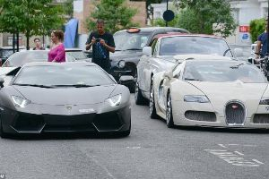 Rich Arab supercar owners flood London streets with their beautiful babes. So nice I wish i stayed in London