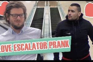 Love escalator prank. This is the kind of pranks that make me dying laughing.