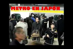 How People Take The Subway In Japan VS. Mexico. WOW just WOW!