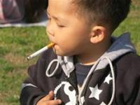 Another worst mom of the year nominee: lighting up a cigarette for her toddler