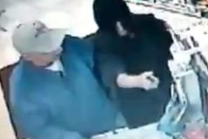 Armed Robbery Fail, idiot gets himself body slammed.