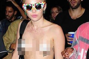Former Disney Star Miley Cyrus goes topless with ice-cream nipple covers at Alexander Wang`s party (17 pics)