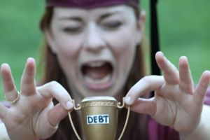 Girl`s graduation photos tell the brutal truth behind college (8 Photos)