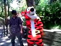 Live at Disneyland - Tigger does The Cat Daddy