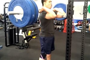 Guy Accidentally Chokes Himself Out Cold On A Squat Attempt!