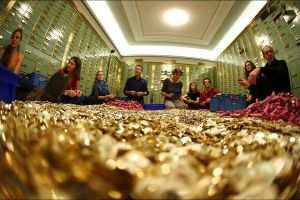 This is what $438,885 look like in... 15 tons of FIVE CENT COINS (8 pics)
