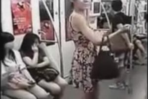 This is why I just love riding the Subways in China