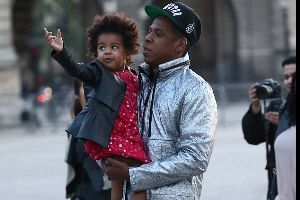 Jay-Z hitting back at tourist for not knowing who he is...