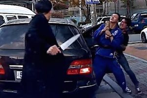 Crazy South Korea road rage incident involves two goons and a large butchers knife.