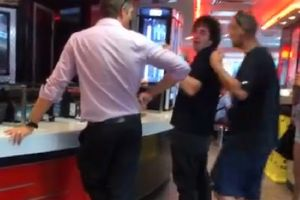 `You Dont F**ken Belong Here Do Ya? I`m Australian Ya C*nt!`– Meanwhile At Hungry Jacks…Racist Scumbag Doesnt Want Asian Girl To Cook His Burger!