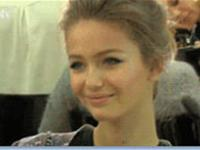 9 people smile like they know your secrets (9 gifs)