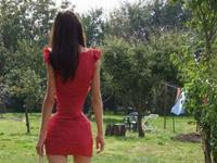VIDEO: The human hourglass: The Romanian model who has just a 20-INCH waist