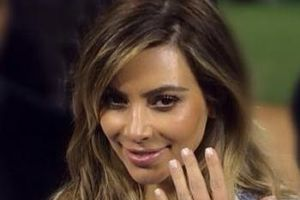 Kim Kardashian shows off huge engagement ring from Kanye, but it`s still smaller than from Kris Humphries