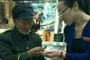Proof that you are never too old to fall in love! Man proposes to his 80 year old lover