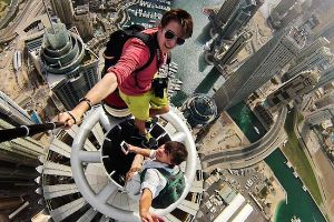 Russian Daredevils Snap Death Defying, Stomach Churning Selfies On Dubai`s City Skyscrapers Without Safety Equipment!