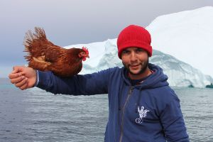 Frenchman Sails Around the World With His Pet Chicken