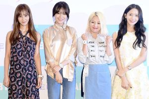 The girls of Kpop group SNSD looking gorgeous at fans meeting event in Seoul. (23 pics)