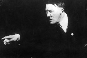 A Chilling Look At The Unseen Photographs Of Adolf Hitler (14 pics)