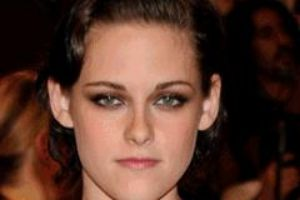 15 People That Look EXACTLY The Same In Every Photo