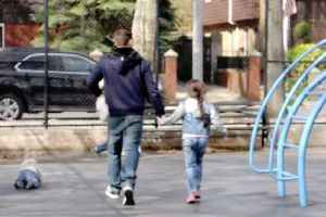 700 Children Are Abducted A Day – This Child Abduction Experiment Will Remind Parents To Warn Their Kids About Strangers!