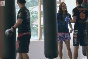 Female Muay Thai Champion Pretends to Be a Nerdy Beginner, Knocks Out Trainers