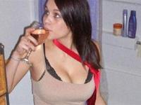12 people who love eating and drinking in the bathroom