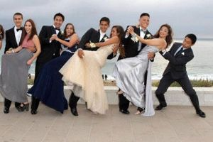 15 Epic Prom Fashion Fails