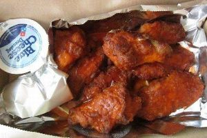 Girl Orders A Domino`s Buffalo Wings But Gets Something Unbelievable Instead (3 pics + 1 gif)