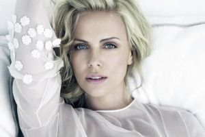 Charlize Theron`s Transformation Is Unrecognizable For Her New Movie Role (4 pics)