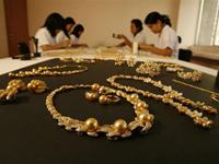 Natural Golden Pearl in Palawan, Philippines - how they make it