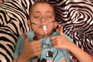 Faith in humanity restored! Dying Girl`s Christmas Wish Granted By 10,000 Carolers (4 pics)