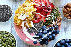 11 Breakfast Smoothie Bowls That Will Make You Feel Amazing (17 pics)