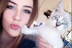 Hilarious Animals Who Are Totally Fed Up With Your Selfie Addiction. #5 Made My Day!