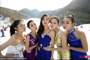 Oh goshhh!!! Crazy Chinese beauty contest under -6 degree celsius (21 F) (12 pics)
