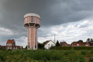 Rich guy buys water tower, makes it awesome living space (25 Photos)