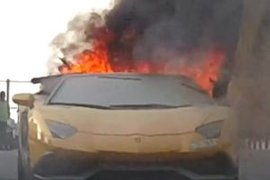 Hot $400,000 Lamborghini Suddenly Bursts into Flames While Running in the Middle of the Street