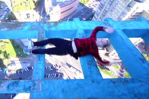 Daredevil runs and jumps around on the edge of skyscrapers, you wont breath for this entire vid!